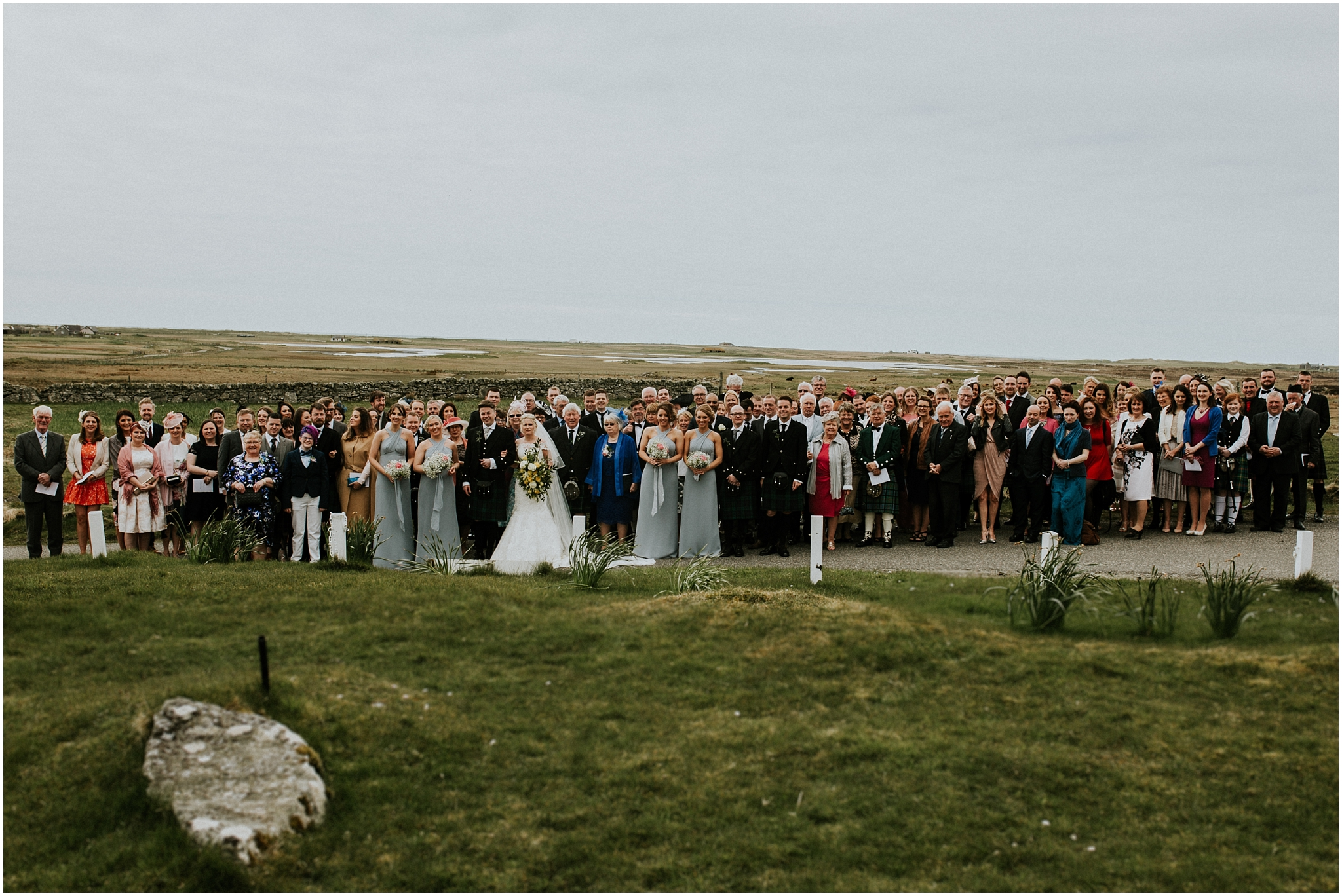 group photo of everyone attending the wedding