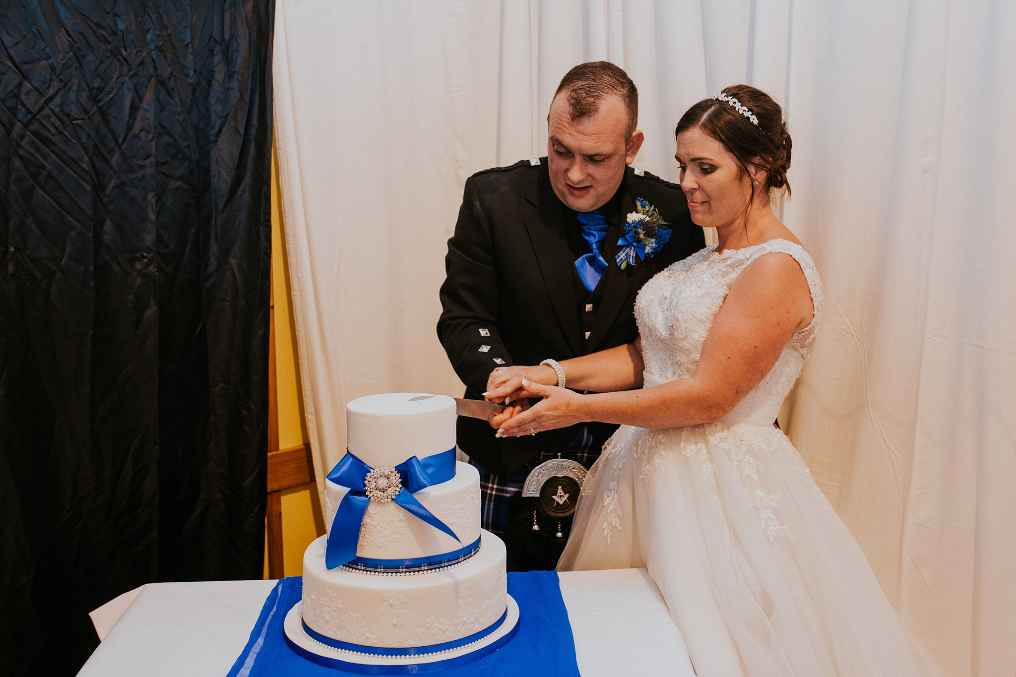 Bride and groom cutting the cake, carnish hall, north uist
